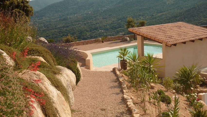 studio avec piscine, vue imprenable - Alata - House