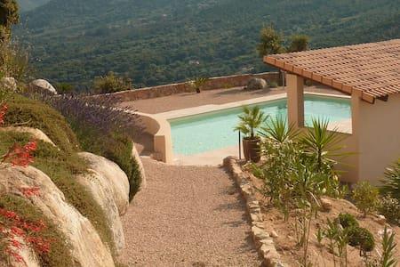 studio avec piscine, vue imprenable - Alata - Huis