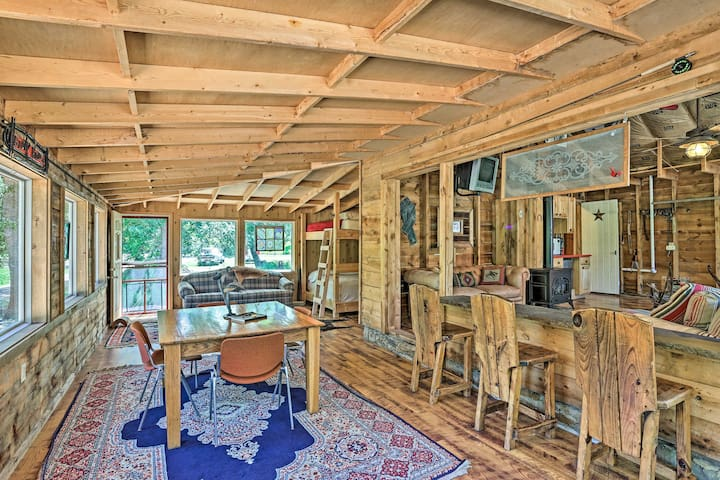 NEW! Accommodating Cabin 8 Miles to Mount Rushmore