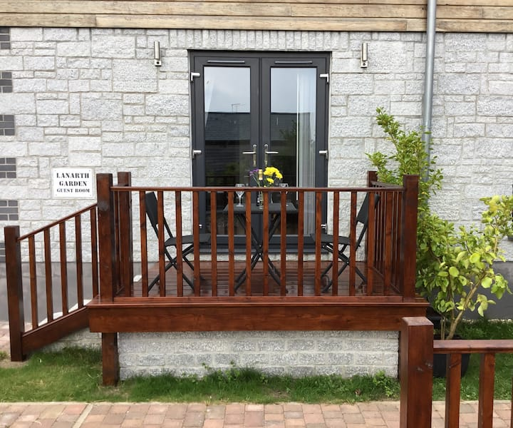 Lanarth garden guest room quiet location ( own entrance ,  private parking )  Close to sea and town Hayle