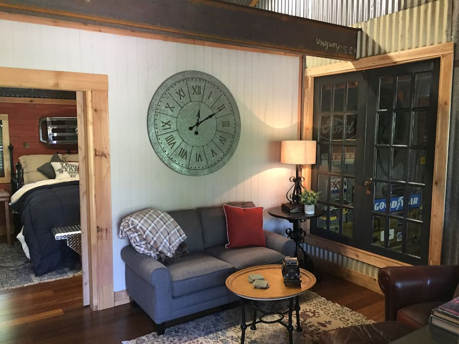 Living Area (TV)
