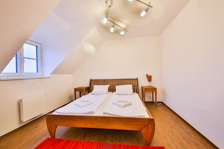 New flat 66m2, fully equipped, near PRAGUE - Horoměřice - Wohnung