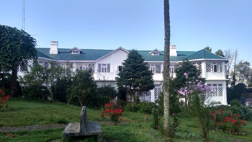 Burdwan Palace (Rani Kothi)-Mountain Suite
