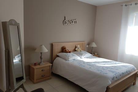 Jolie chambre spacieuse et lumineuse - Parentis-en-Born