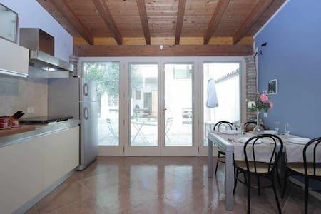 AkiHouse-Nice apartment on Garda Lake