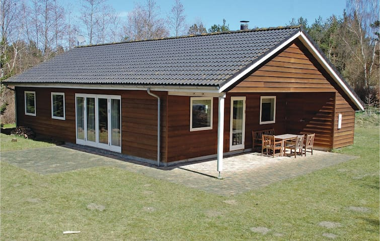 Holiday cottage with 3 bedrooms on 92m² in Ebeltoft