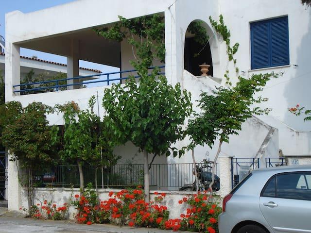 Kato Assos Summer House