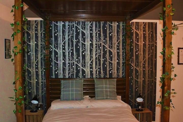 Double 4-poster room w/ en suite - Craig Villa