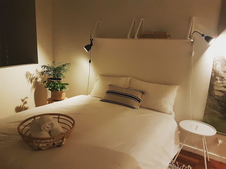 Scandi Bohemian - Private Room in CBD Free Tram