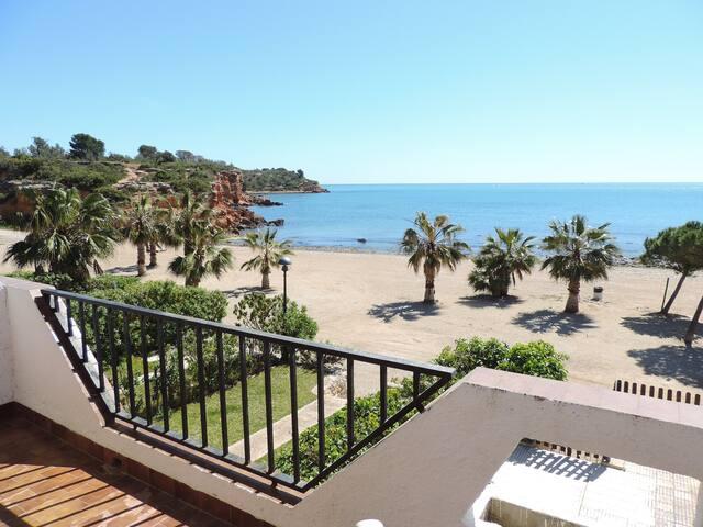 Preciosas vistas de la playa desde la terraza de las habitaciones
