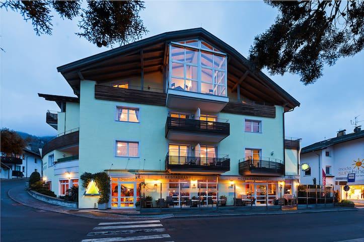 Schenna Hotel Tannerhof heißt Sie willkommen