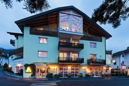 Schenna Hotel Tannerhof heißt Sie willkommen - Schenna - Гестхаус