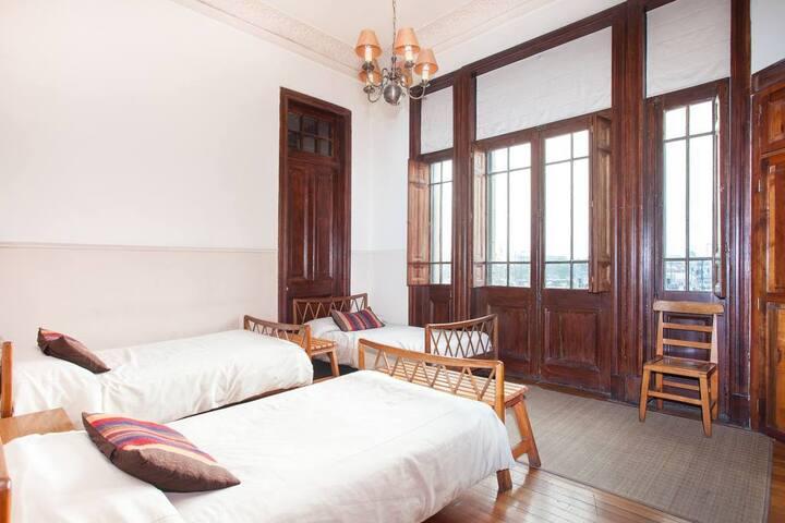 Hostel CasAlturA-Habitación Triple Baño compartido