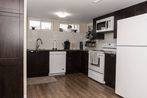 Well equipped 2 bedroom apt. - 15 min. to downtown