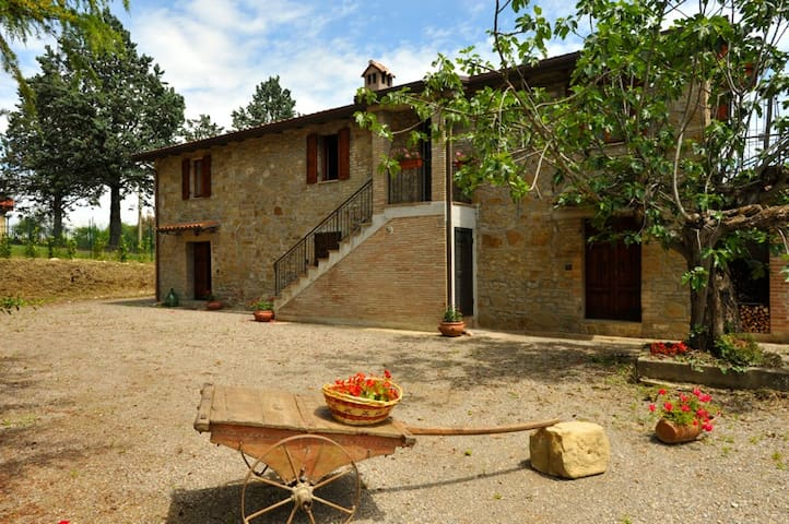Casa Tua immersa nel verde vicino a Perugia