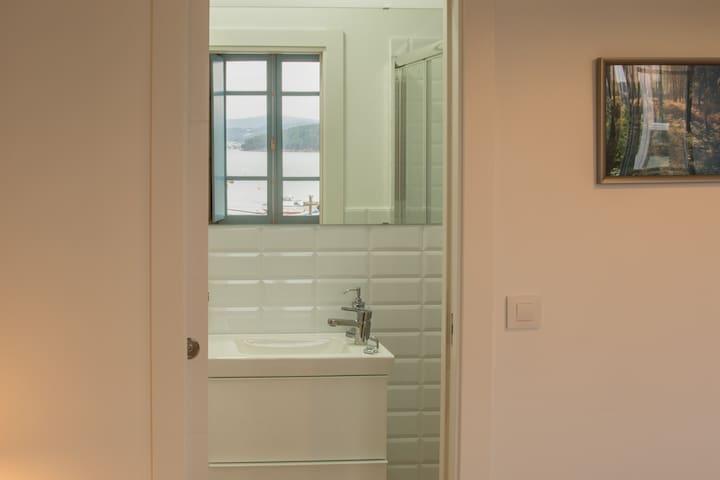 Baño de la habitación 1 con ducha