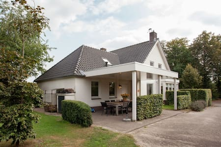 Majestic, large holiday home near Leende, detached and located between meadows and forests