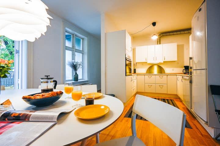 Hyggelig 2-Bedroom Apartment in lovely Frederiksberg