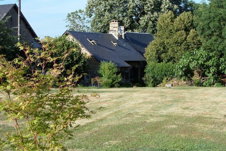 Maison de pays au cœur de la campagne - Orliac-de-Bar - House