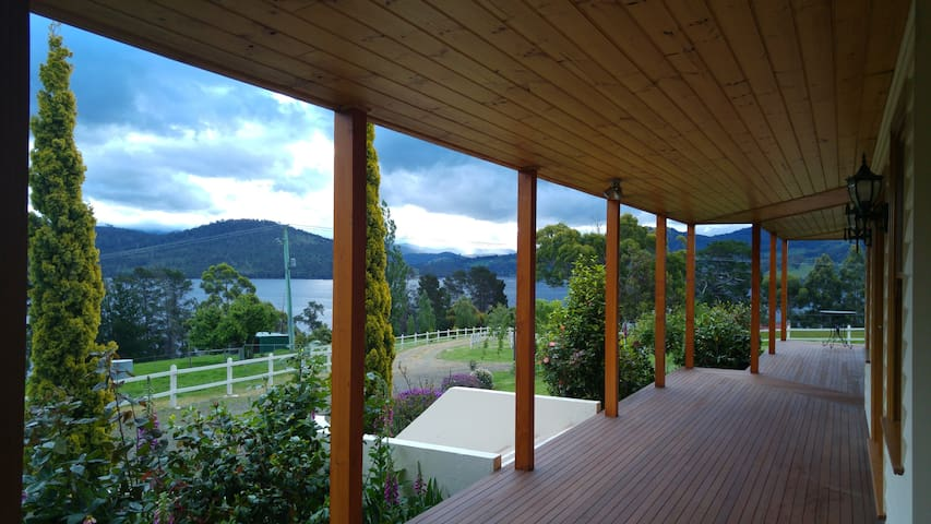 Ambience on Huon B&B - Huon Pine Room - Hosted - Wattle Grove - Bed & Breakfast