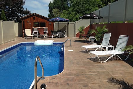 Sunset; private swimming-pool!(North Mtn Cottages)