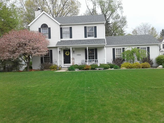 Cute home,10 minutes from NotreDame! Great Deal!