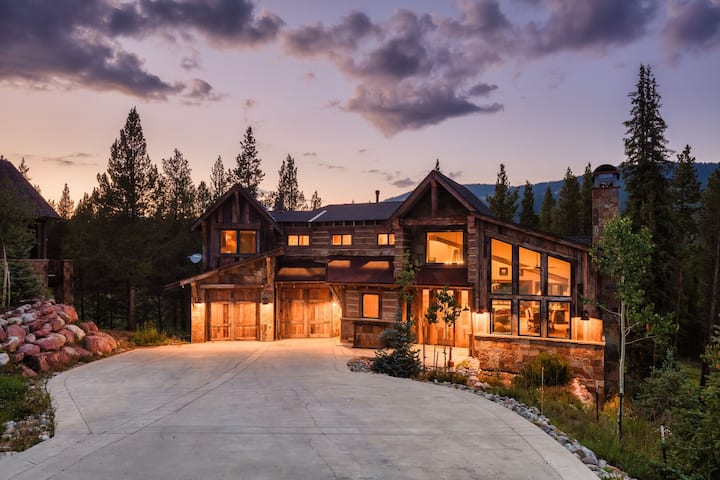 Timber Lodge by AvantStay | Mountain Estate w/ Hot Tub & Movie Room