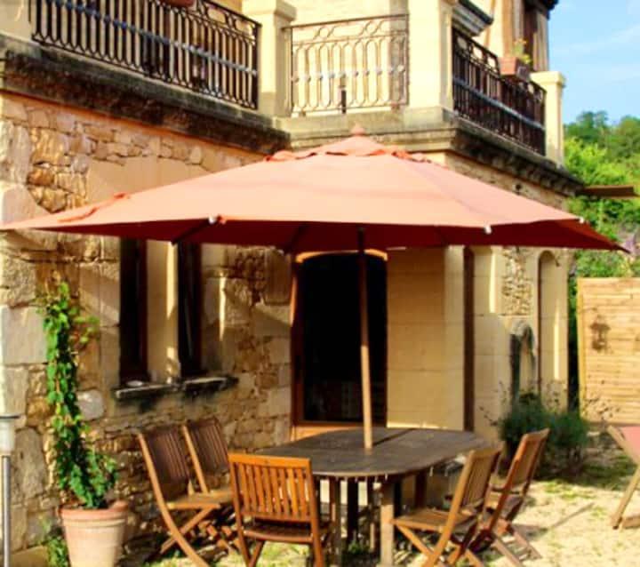 Casa de 2 habitaciones en Saint-Cybranet, con piscina compartida, jardín amueblado y WiFi