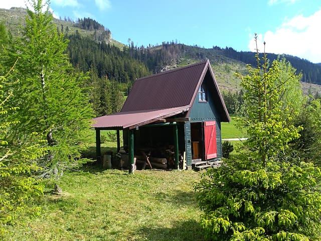 Chata nad Hutami (935 m)