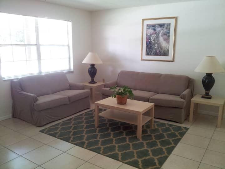 Clean & Comfy 2 Bedroom Apartment