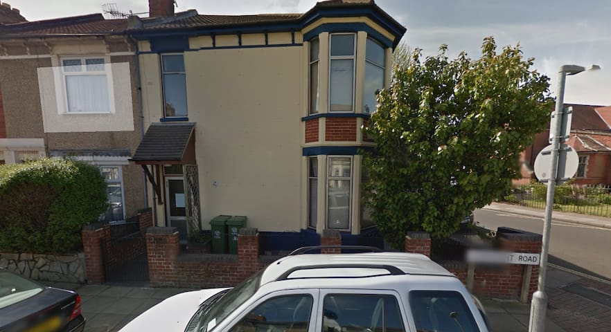 Room Share (Weekends Preferred) - Portsmouth