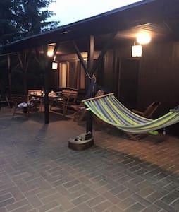 Cosy lodge near Raczyńskie Lake - Zwola - 小屋