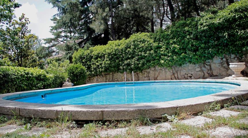 Impecable en villa +jardín y piscina, El Escorial.