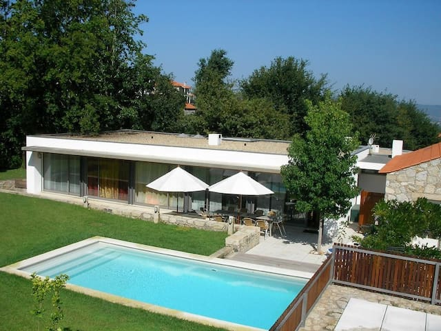 Elegant villa with heated pool - Venade - Hus