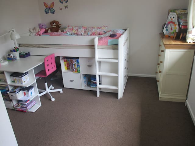Family friendly house close to Legoland and London