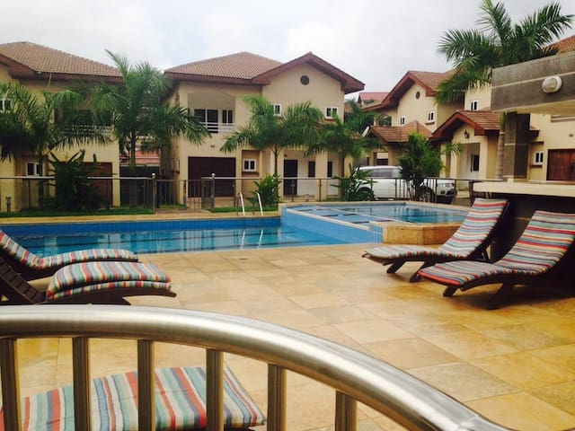 NEW Luxury 1 Bedroom Apartment steps from Airport - Accra - House