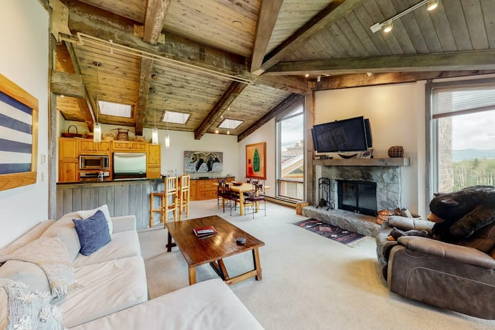 Large ski-in/ski-out condo with shared pool, sauna, and hot tub on Assay Hill!
