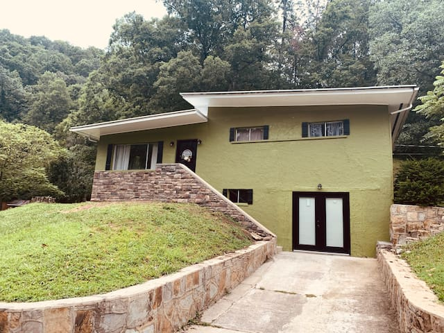Privately located 4 bedroom house