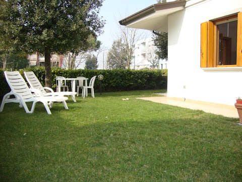 Flat in garden, reserved place at beach
