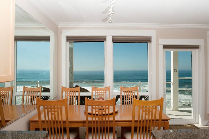Forever Sunsets - Top Floor Oceanfront Condo, WiFi