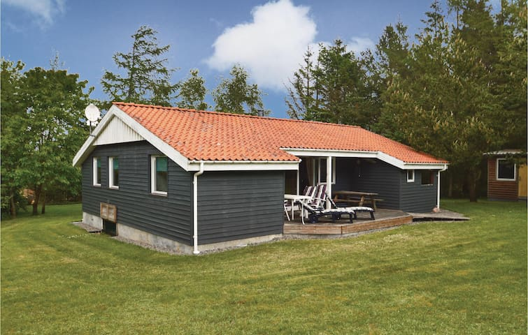 Holiday cottage with 4 bedrooms on 86m² in Løgstør