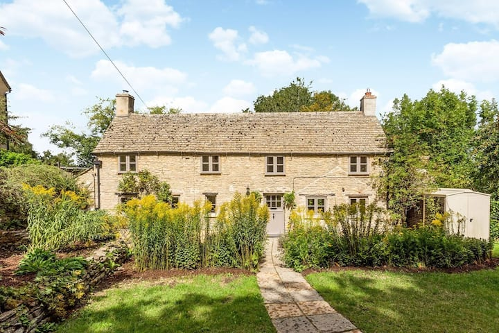 Serene Country Retreat near Burford