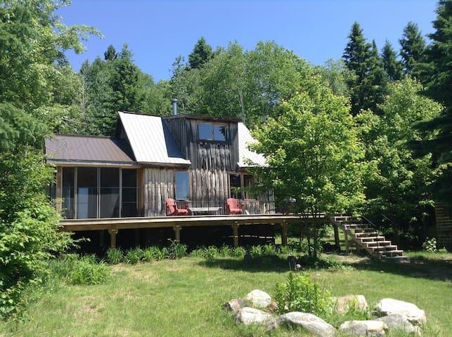 Modern Cabin - Sweet Getaway - Powassan - Houten huisje