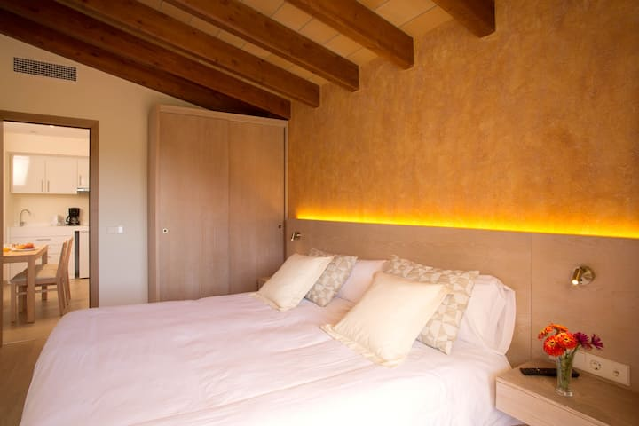 """Cosy Apartment """"Son Falco"""" in an Apartment-Hotel with Balcony, Spacious Garden and Pool with Panoramic View, Wi-Fi, Air Conditioning & Satellite TV; Parking Available"""
