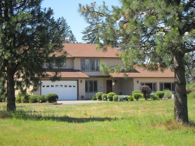 Unwind Deluxe with Mountain Vistas-Entire Home! - Hood River - Huis