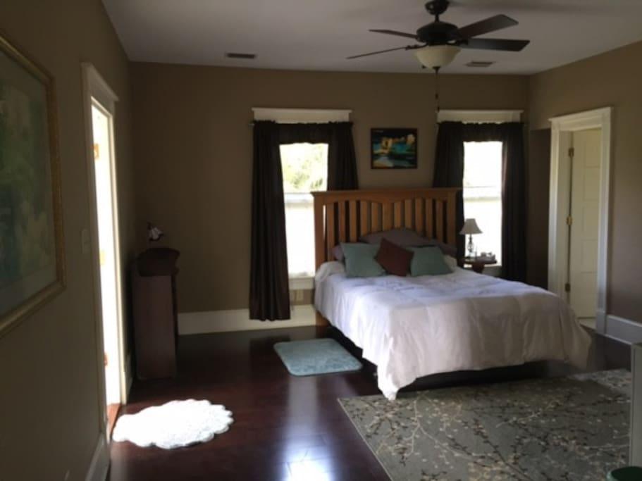 #1 Master William's Room & private porch (private bath)