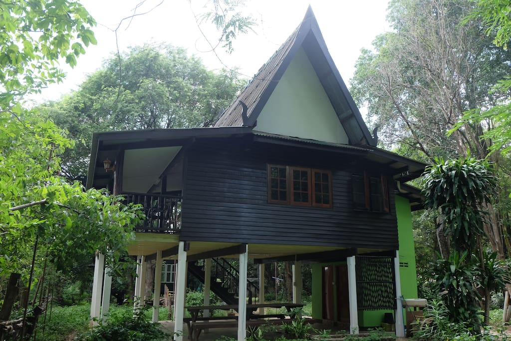 This Thai styled bungalow has 2 bedrooms, 2 bathrooms, with necessary facilities as basic accommodation of the former 1st horse camp of The River Kwai.
