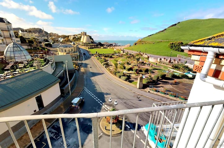 ILFRACOMBE SEA ROCK 7 | Studio |  Private Viewing Balcony