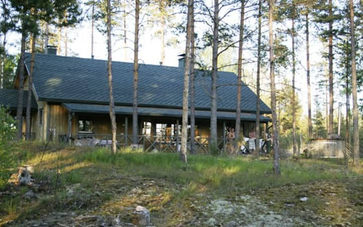 "Luxury Villa ""Kalliopesä"" near by Lohja lake"