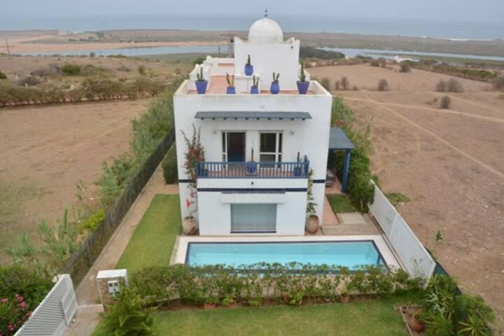 Ravissante petite villa en bord de mer et lagune